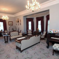 bed-and-breakfast-parlor-2